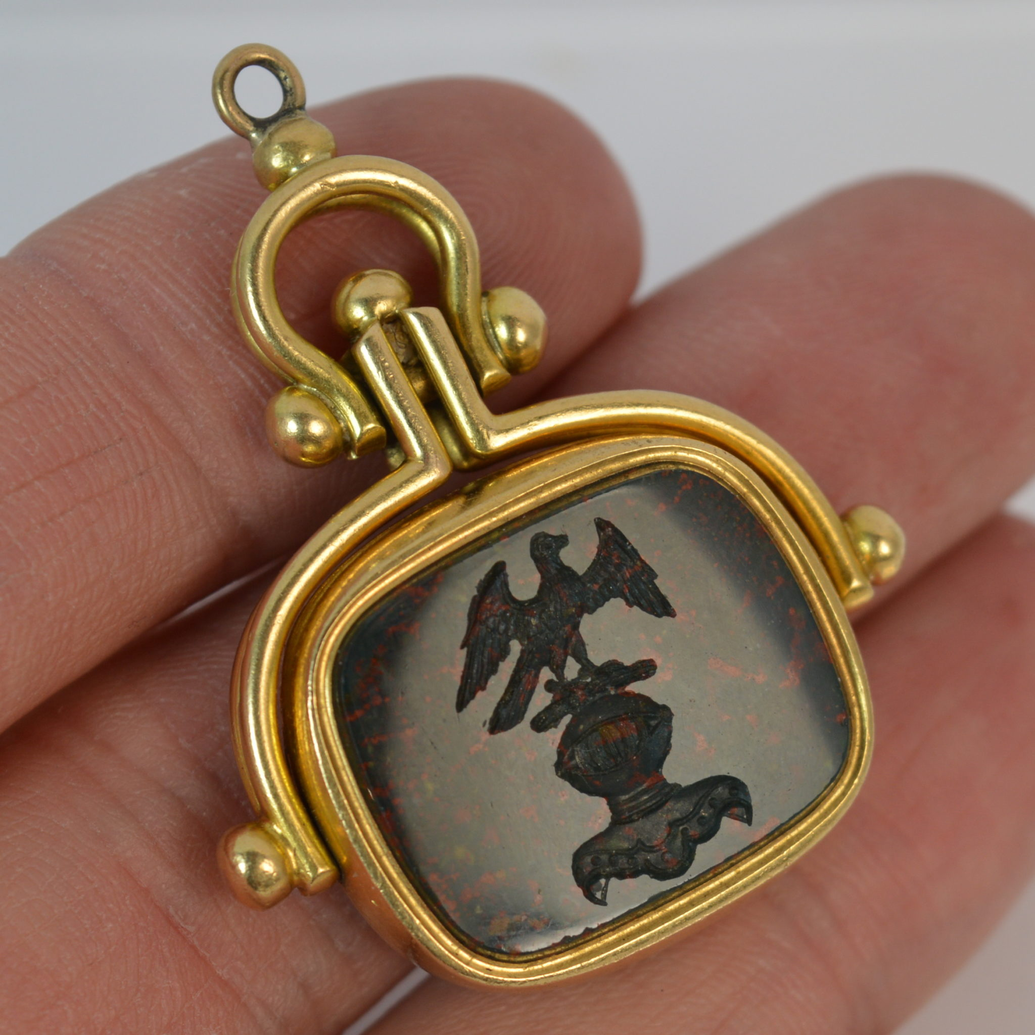 img bulgari intaglio eleuteri gold collections pendant